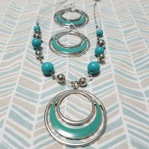Jewelry - Fantastic multi-strand silver aqua necklace set